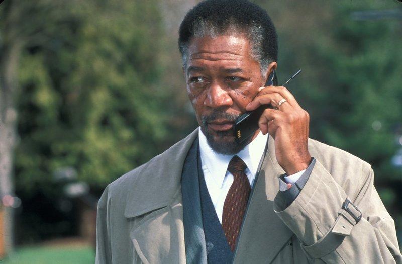 Im Laufe der Ermittlungen erkennt Dr. Alex Cross (Morgan Freeman), dass der Kidnapper ein waghalsiges Spielchen mit ihm treibt. Ein gnadenloses Katz- und Mausspiel nimmt seinen Lauf ... – Bild: ProSieben Media AG © 2001 Paramount Pictures