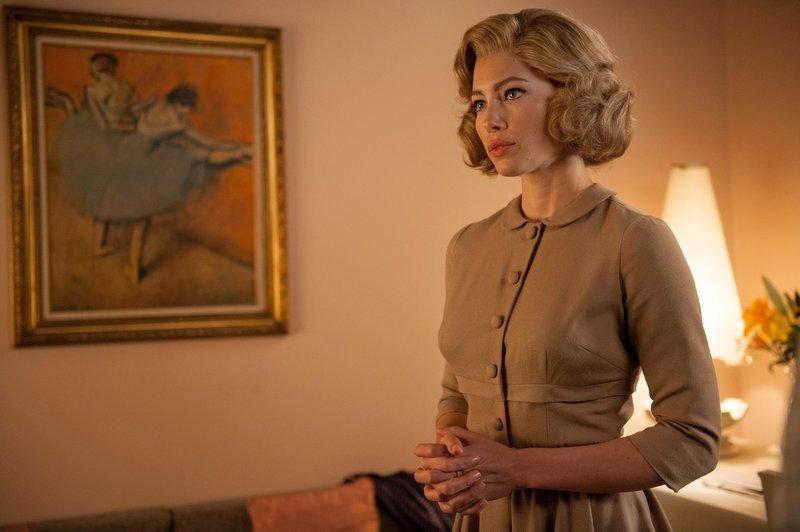 Vera Miles (Jessica Biel) ist unglücklich mit ihrer Rolle in Hitchcocks neuem, umstrittenem Film, ohne zu ahnen, welche Bedeutung dieser Film auf die Branche haben wird ... – Bild: Puls 4