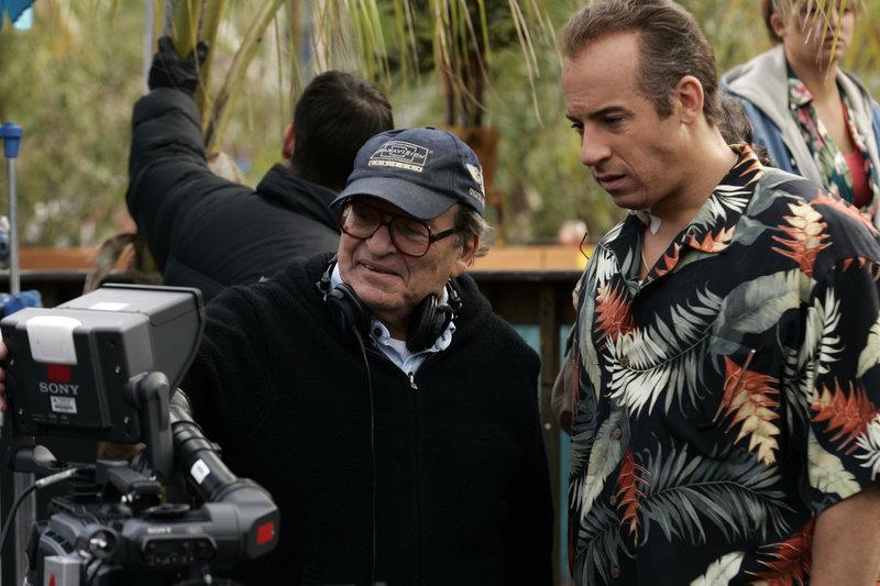 Regisseur Sidney Lumet (l.) bespricht mit Vin Diesel (r.) die letzten Szenen. – Bild: Puls 4