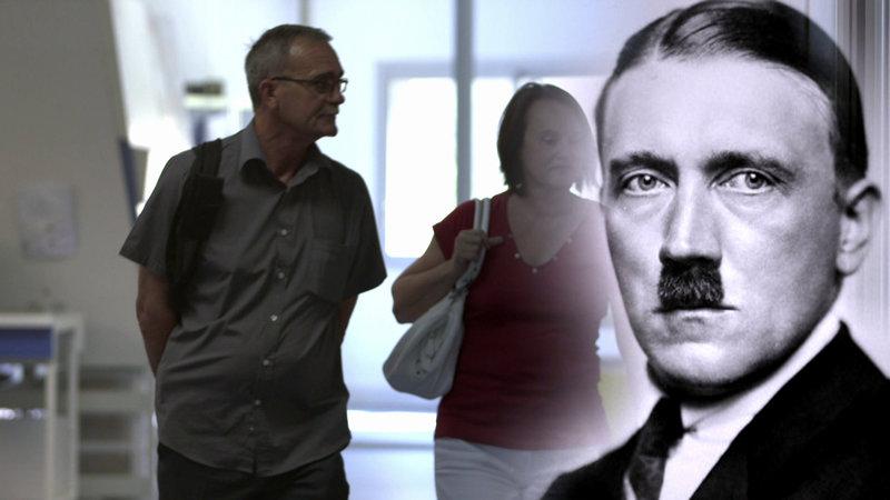 Besteht tatsächlich eine Verwandtschaft zwischen den Lorets und Adolf Hitler? – Bild: Puls 4
