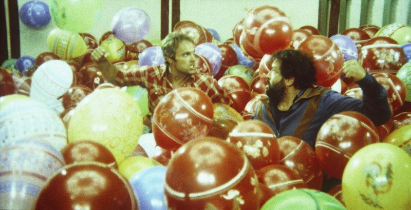 Die beiden schlagkräftigen Haudegen Kid (Terence Hill, l.) und Ben (Bud Spencer, r.) versuchen zwar oft, sich gegenseitig auszutricksen - im Grunde aber sind und bleiben sie zwei unzertrennliche Freunde ... – Bild: Puls 4