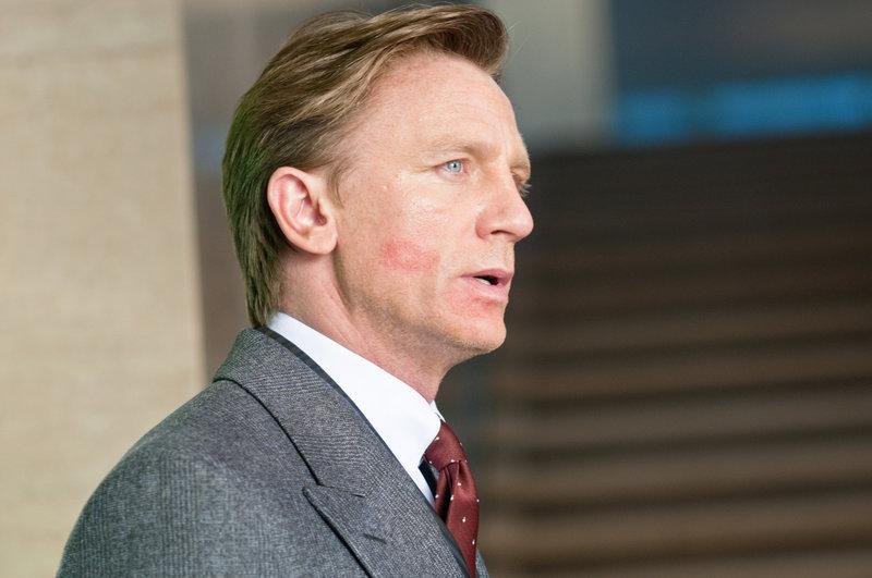 Mit Erschrecken muss Will (Daniel Craig) feststellen, dass seine Familie in großer Gefahr ist ... – Bild: Puls 4