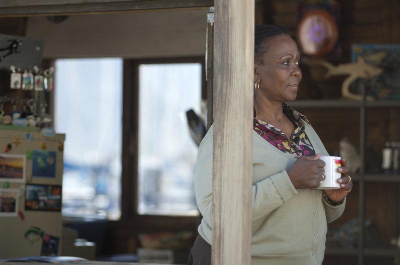 Zukie (Thoko Ntshinga) blickt in eine ungewisse Zukunft ... – Bild: Puls 4