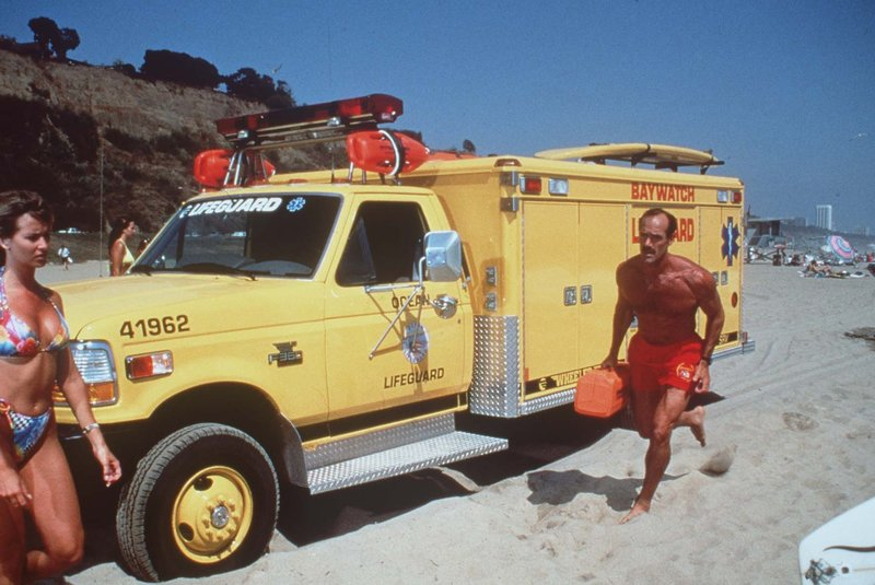 Newman (Michael Newman) beginnt an diesem glühend heißen Tag seinen Dienst. – Bild: © Fremantle Media Enterprises Ltd 2002