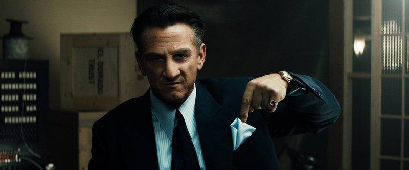 Los Angeles, 1949: Ex-Boxmeister Mickey Cohen (Sean Penn) beherrscht brutal das Drogen- und Prostitutionsgeschäft der Stadt. Polizeichef William Parker beschließt deshalb, ein Undercover-Team gegen ihn zusammenzustellen ... – Bild: Puls 4