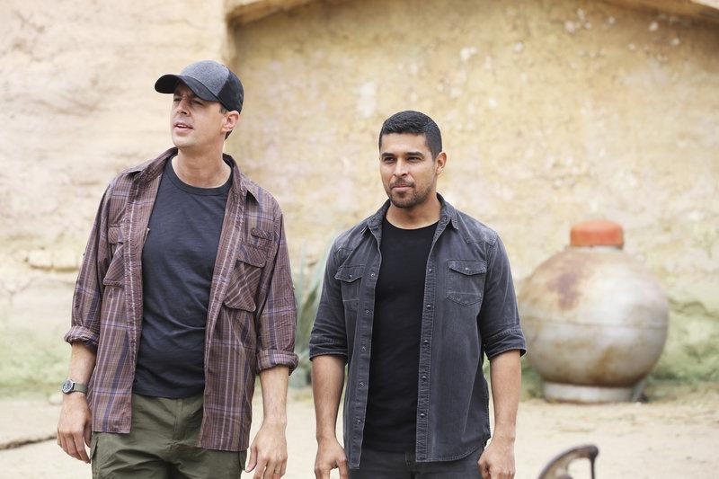 Noch ahnen McGee (Sean Murray) und Torres (Wilmer Valderrama) nicht, welche Folgen die Suche nach einem Navy SEAL in Paraguay mit sich bringt ... – Bild: © 2017 CBS Broadcasting, Inc.