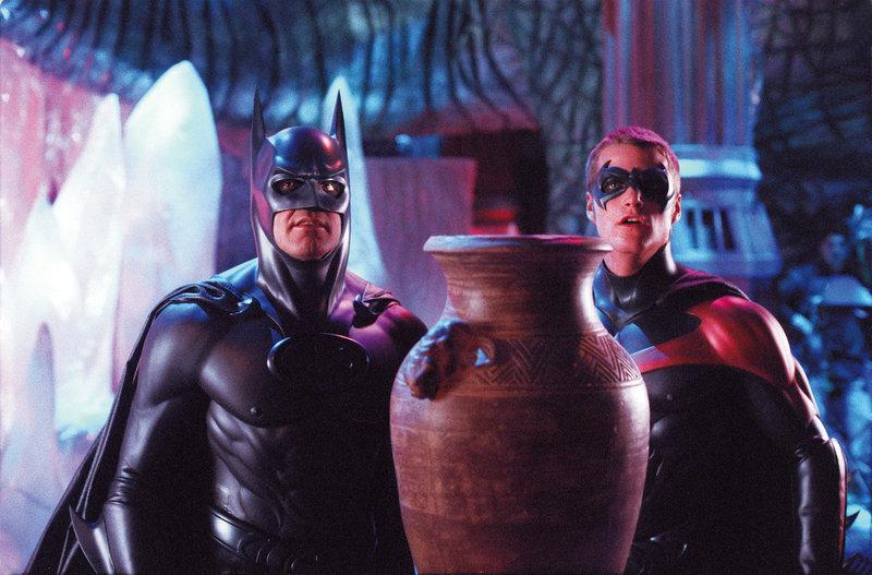 Nur mit vereinten Kräften können Batman (George Clooney, l.) und Robin (Chris O'Donnell, r.) Gotham vor Poison Ivy und Mr. Freeze retten. Doch ihre Freundschaft steht vor einer Bewährungsprobe ... – Bild: Puls 4