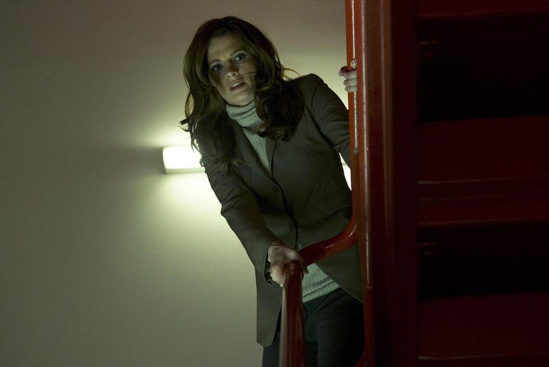 Kate Beckett (Stana Katic) verfolgt Hal Lockwood, dem die Flucht aus dem Gefängnis gelungen ist ... – Bild: Pro7Sat1MediaAG