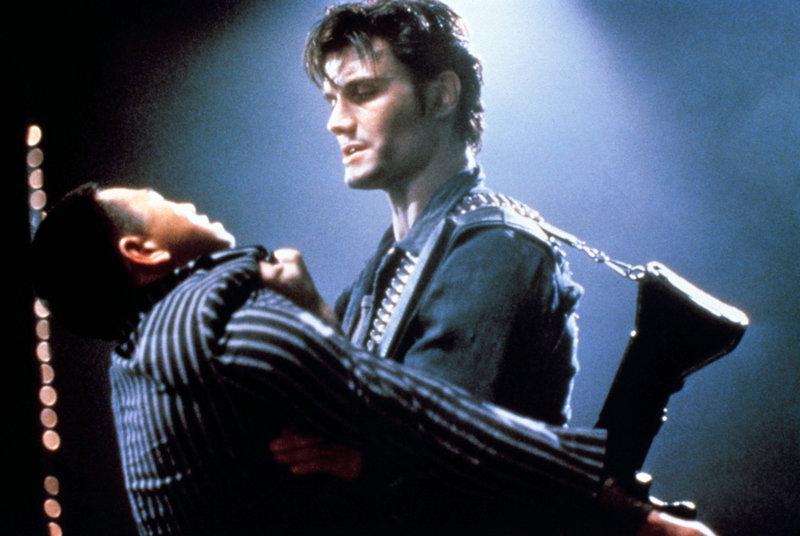 Überall, wo er kann, tötet er Verbrecher. 125 Morde in 5 Jahren gehen auf sein Konto: Punisher (Dolph Lundgren, r.) ... – Bild: ProSieben Media AG © 1989 New World Pictures (Australia), Ltd.