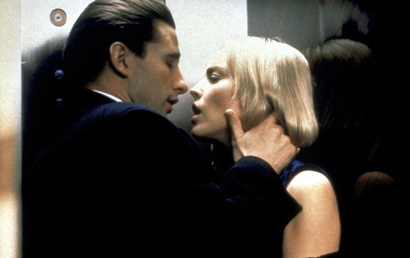 Zeke (William Baldwin, l.) und Carly (Sharon Stone, r.) lassen sich von ihren Leidenschaften treiben ... – Bild: ProSieben Media AG © Paramount Pictures