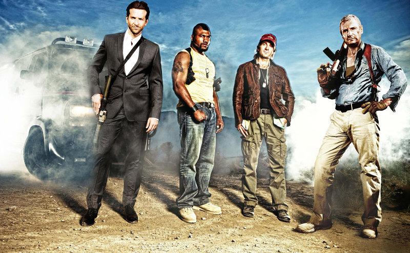 """Mit chaotischen Methoden gegen das Verbrechen - das A-Team: Templeton """"Faceman"""" Pack (Bradley Copper, l.), B.A. Baracus (Quinton Jackson, 2.v.l.), H.M. """"Howling Mad"""" Murdock (Sharlto Coples, 2.v.r.) und John """"Hannibal"""" Smith (Liam Neeson, r.) ... – Bild: Puls 4"""