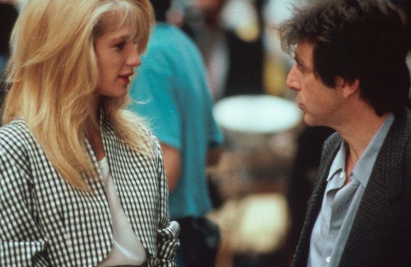 Frank Keller (Al Pacino, r.) fühlt sich von der attraktiven Helen (Ellen Barkin, l.) magisch angezogen ... – Bild: ProSieben Media AG © 1989 Universal City Studios, Inc. All Rights Reserved