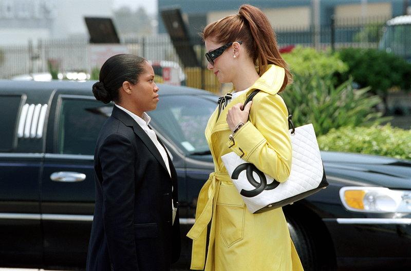 Die neuen Kolleginnen Gracie Hart (Sandra Bullock, r.) und Sam Fuller (regina King, l.) können sich nicht so recht aneinander gewöhnen ... – Bild: ProSieben Media AG © Warner Bros. Television