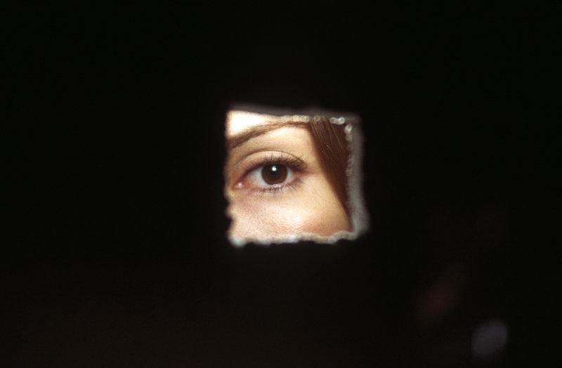 FBI-Agentin Cassie (Sandra Bullock) versteckt sich hinter ihrer eigenen Vergangenheit und stürzt sich lieber auf einen neuen Fall ... – Bild: Puls 4
