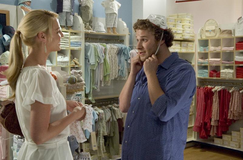 Das ungleiche Paar, Alison und Ben (v.l.n.r.: Katherine Heigl, Seth Rogen), ist auf der Suche nach Utensilien für ihr ungeborenes Baby. Nur leider sind sie meist nicht einer Meinung ... – Bild: Puls 4