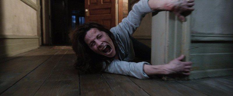 Die Geisteraustreibung gerät zu einem lebensgefährlichen Unternehmen: Carolyn (Lili Taylor) ... – Bild: Puls 4