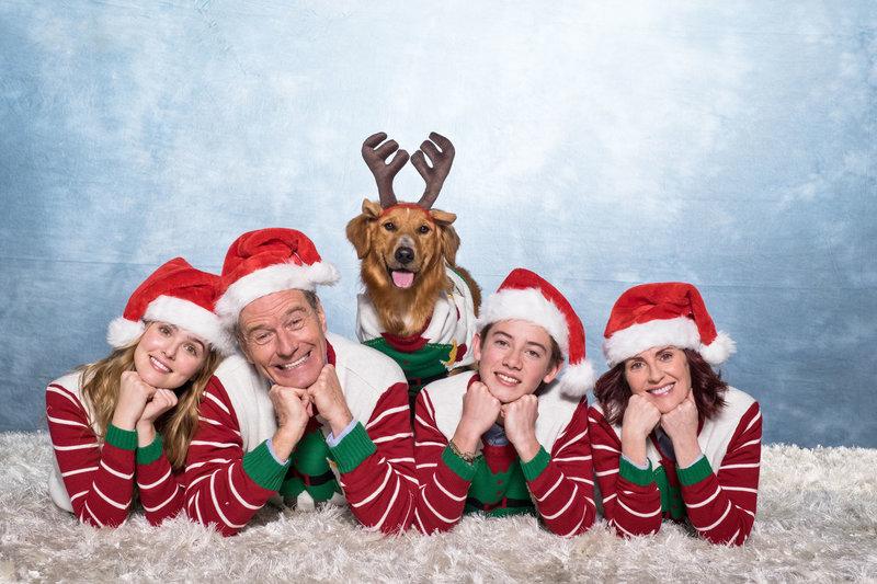 Eigentlich sind (v.l.n.r.) Stephanie (Zoey Deutch); Ned (Bryan Cranston), Scotty (Griffin Gluck) und Barb (Megan Mullally) eine glückliche, bodenständige Familie, doch dann bringt Stephanies neuer Freund einigen Unmut in die Familienharmonie ... – Bild: Puls 4