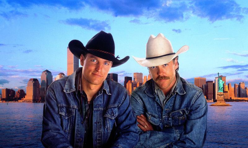 Wilder Westen in New York! Pepper (Woody Harrelson, l.) und Sonny (Kiefer Sutherland, r.), zwei texanische Rodeoreiter, zwei Konkurrenten, zwei Freunde fürs Leben ... – Bild: Puls 4