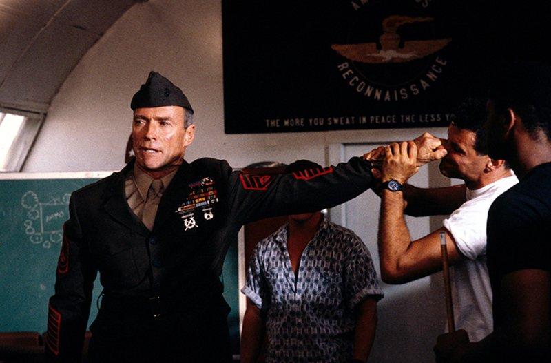 Gunnery Sergent Thomas Highway (Clint Eastwood, l.) – Bild: Puls 4