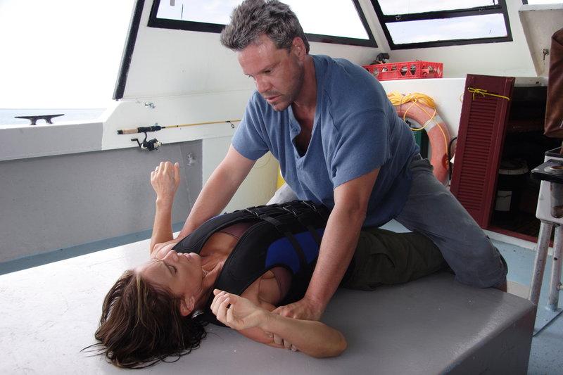 Quinn (Craig Sheffer, r.) ist keineswegs bereit, Mark mit Kristen (Gabrielle Anwar, l.) gehen zu lassen ... – Bild: ProSieben Media AG © Christopher Filmcapital