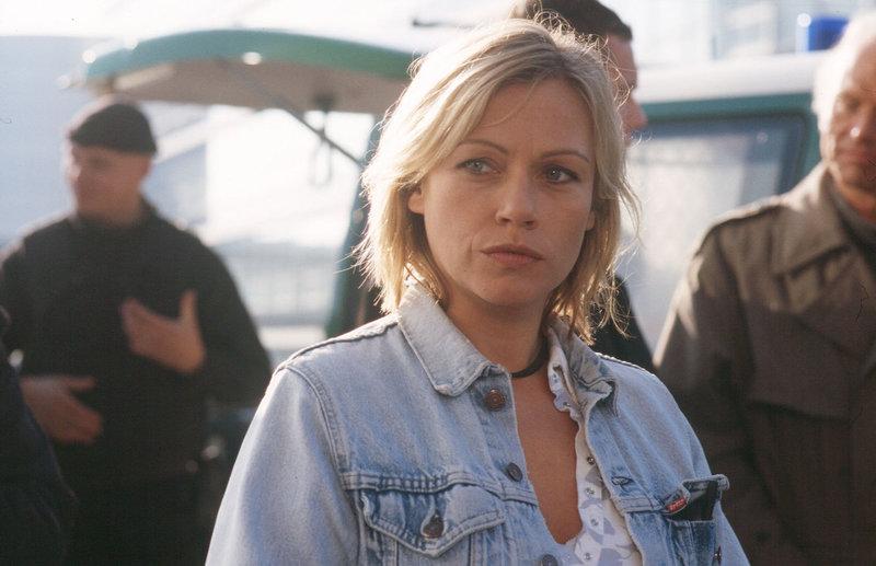 Franziska (Jennifer Nitsch) glaubt nicht daran, dass ihr Bruder bei einem Unfall ums Leben kam und ermittelt auf eigene Faust ... – Bild: ProSieben Media AG Sat.1