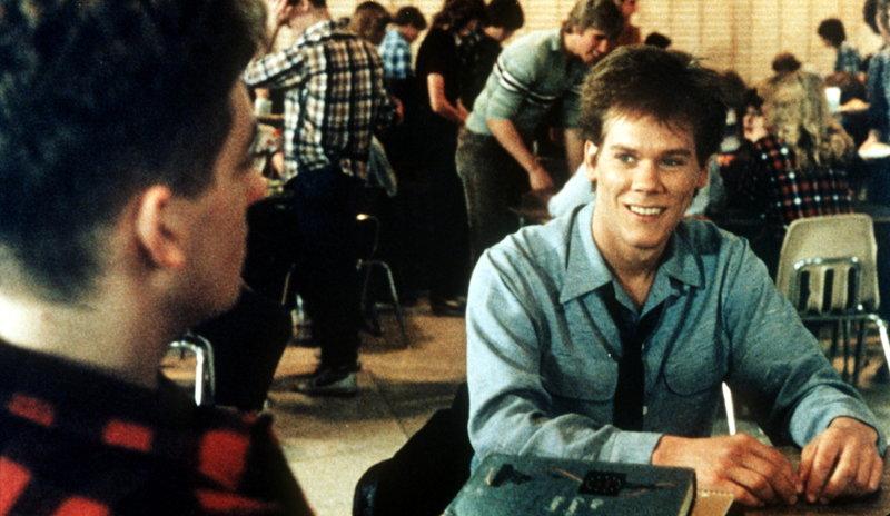 Ren McCormack (Kevin Bacon, r.) ist neu an der Schule. Kann er Willard Hewitt (Chris Penn, l.) vertrauen? – Bild: Puls 8