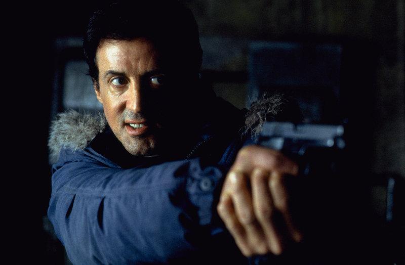 Der FBI-Agent Jake Malloy (Sylvester Stallone) ist einem bestialischen Cop-Killer auf den Fersen. – Bild: Puls 8