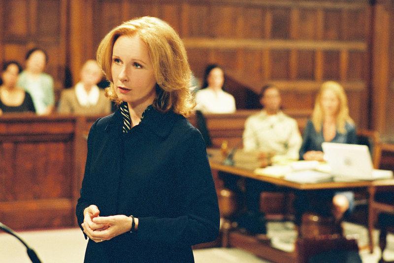 Anwältin Sara Miller (Kate Burton) ist überzeugt davon, dass ihre Klientin die Wahrheit sagt. Da erhält sie ein psychologisches Gutachten über Ellena ... – Bild: Puls 8