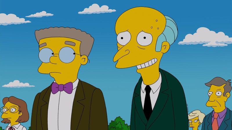 Reuige Sünder: Bei der Beeerdigung von Chip Davis spricht Reverend Lovejoy über Reue und Buße, was die Gäste nachdenklich stimmt. Auch Mr. Burns (r.) und sein Assistent Smithers (l.) haben so einiges zu bereuen - allerdings hat es gar nichts mit dem Atomkraftwerk zu tun ... – Bild: Puls 8