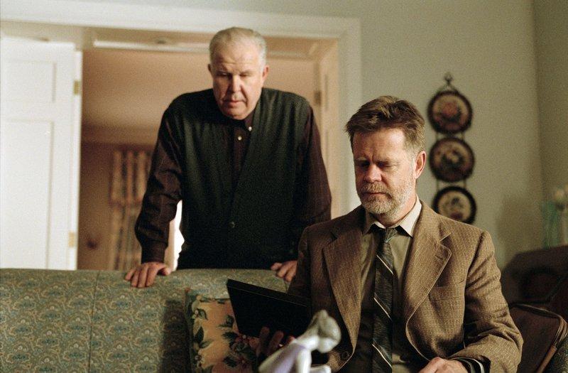 Gigots Vater (Ned Beatty, l.) und Gigot selbst (William H. Macy) haben auch schon bessere Tage gesehen. Doch seit geraumer Zeit meint das Leben es nicht gut mit ihnen ... – Bild: Puls 8