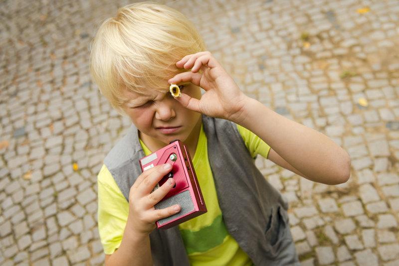 Als sein neuer Freund plötzlich verschwindet, hat Rico (Anton Petzold) alle Hände voll zu tun, um Oskar zu finden ... – Bild: Puls 8