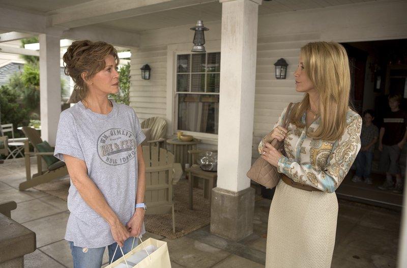 Haben sich nicht viel zu sagen: die bodenständige Georgia (Jane Fonda) und ihre mondäne Tochter Lilly (Felicity Huffman) ... – Bild: Puls 8