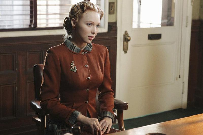 Alexis übernimmt in Castles Fantasie die Rolle von Sally Scofield (Molly C. Quinn), die im New York der 40er Jahre auf der Suche nach ihrer Schwester ist ... – Bild: © 2011 American Broadcasting Companies, Inc. All rights reserved.