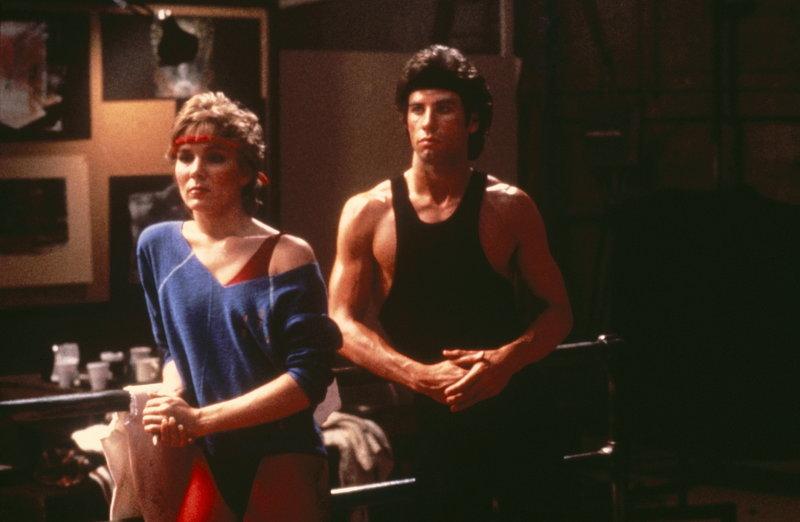 Tony Maneros (John Travolta, r.) treue Freundin Jackie (Cynthia Rhodes, l.) ist nicht begeistert, dass Tony für Laura arbeiten will ... – Bild: ProSieben Media AG © Paramount Pictures