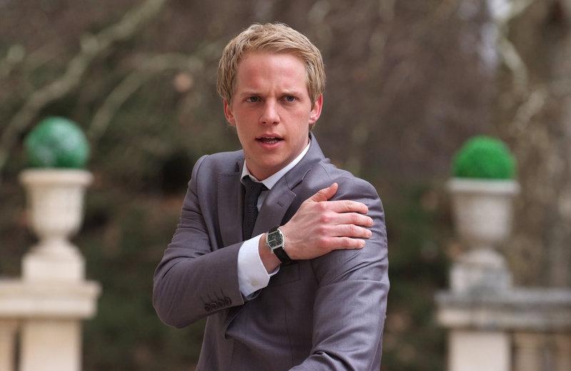 Um endlich in seine verdienten Flitterwochen gehen zu können, muss Prinz Edvard von Dänemark (Chris Geere) einiges über sich ergehen lassen ... – Bild: ProSieben Media AG © Nu Image Films