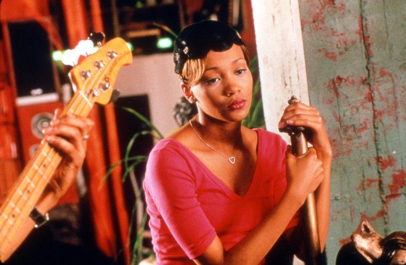 Als Tochter wohlhabender Eltern hat Camille (Monica Arnold) alles, wovon Mädchen träumen. Doch glücklich ist sie nicht. Da erhält sie das Angebot, als Sängerin zu arbeiten ... – Bild: ProSieben Media AG TM & © 2003 Paramount Pictures Corporation
