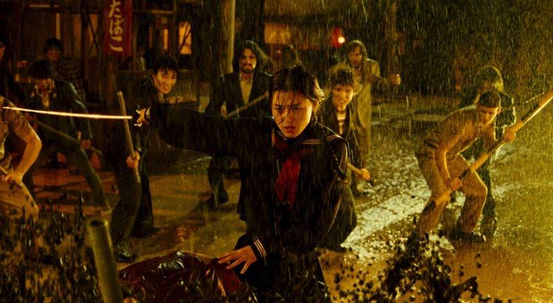 Hat viele blutrünstige Gegner am Hals: Saya (Gianna Jun) ... – Bild: Puls 8