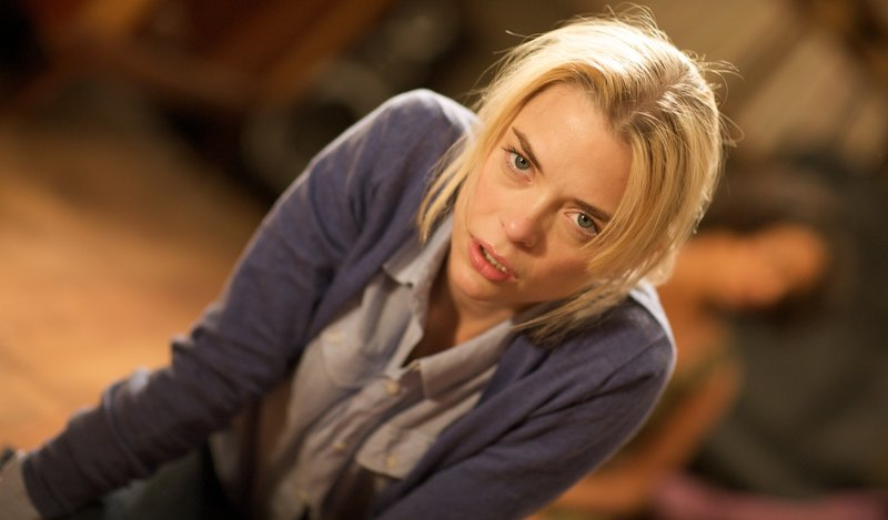 Verzweifelt sucht Beth Sohapi (Jaime King) nach einem Ausweg, aber jede falsche Bewegung macht es nur noch schlimmer ... – Bild: Puls 8
