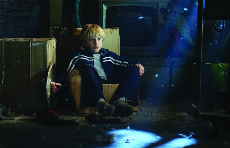 Seine Neugier wird ihm zum Verhängnis: Lucas (Nathan Gamble) ... – Bild: Puls 8