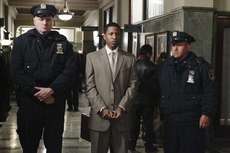 Otis Williams (Ray Stoney, M.) hat jede Menge Dreck am Stecken. Doch ist er wirklich ein Mörder? – Bild: © ABC Studios