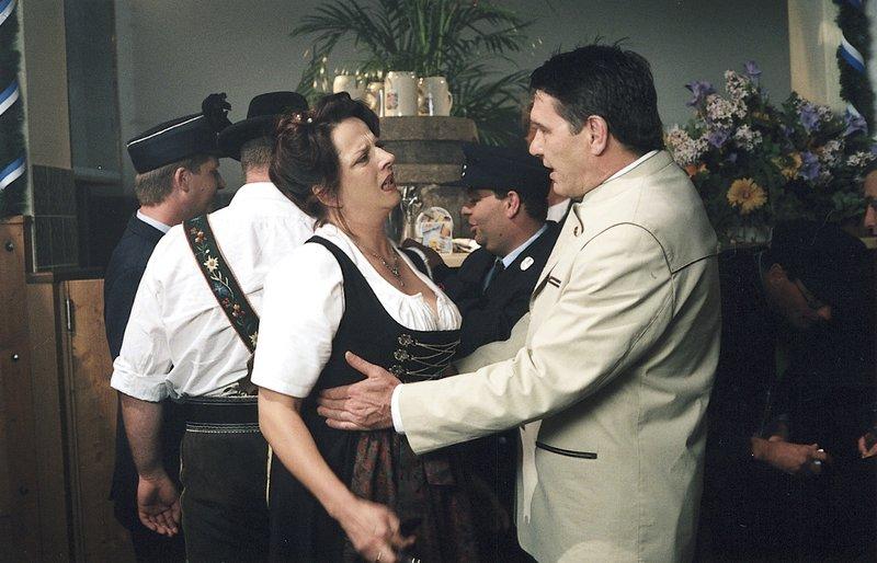 9. Seit Jahren hat Ulrich Ferstl ein Verhältnis: Aurelia fürchtet, dass er sich von ihr scheiden lassen will (Marion Mathoi, Franz Westner). – Bild: ZDF