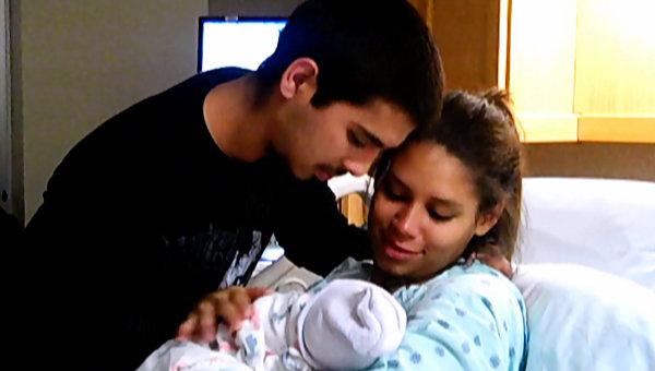Cleondra is eine 17-jährige aus Horn Lake, Mississippi. Sie ist von ihrem Freund Mario schwanger. Cleondra's Schwester wurde ebenfalls sehr jung Mutter. Durch das Babysitting ihrer Nichte Zyra war es Cleondra möglich, Erfahrungen mit Kindern zu sammeln. Ihre Tochter Kylee Sue wurde im November 2010 geboren. – Bild: MTV