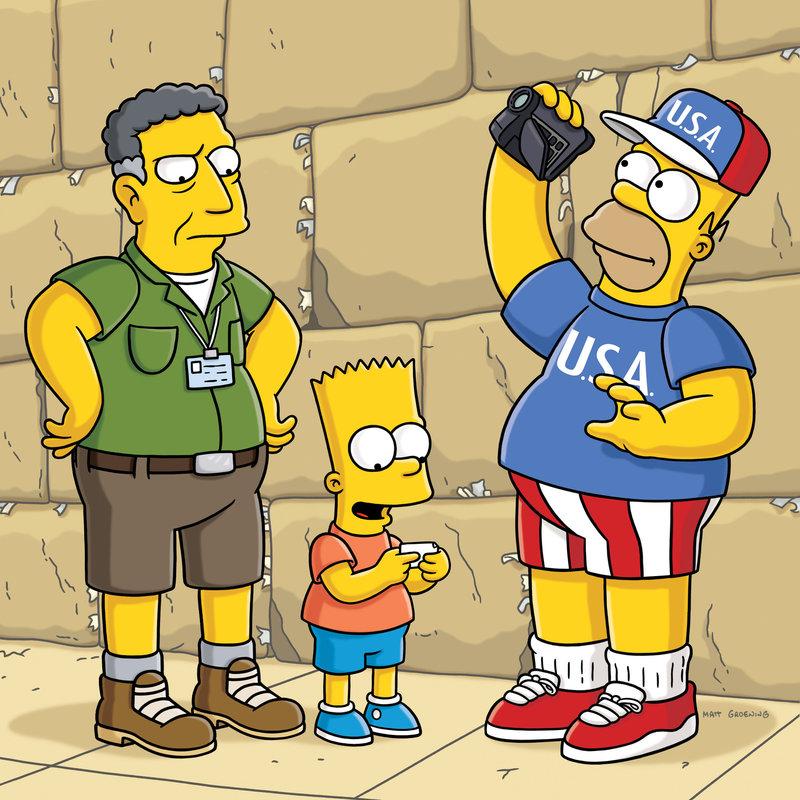 Ned Flanders hat es sich zur Aufgabe gesetzt, Homer (r.) endlich zu bekehren und ihn zu einem anständigen Menschen zu machen. Daher lädt er ihn und seine Familie zu einer Pilgerreise nach Jerusalem ein. Homer ist jedoch völlig unbeeindruckt von der Heiligkeit des Ortes und benimmt sich daneben wie immer ... – Bild: ProSieben