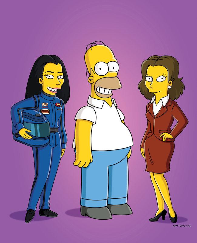 Rennfahrerin Danica Patrick und Schauspielerin Rachel Weisz erscheinen in Homers Gedanken. – Bild: ORF