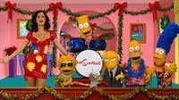 Gaststar Katy Perry (l.) schafft es durch eine innige Umarmung, Mr. Burns zu besänftigen. Und so kann das Weihnachtsfest der Simpsons wie geplant stattfinden. – Bild: ProSieben
