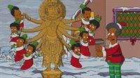Apu (r.) feiert Weihnachten im verschneiten Springfield auf seine eigene Art und huldigt seinen indischen Wurzeln mit einer weihnachtlichen Version der achtarmigen Göttin Shiva ... – © 2013 Twentieth Century Fox Film Corporation. All rights reserved. Lizenzbild frei