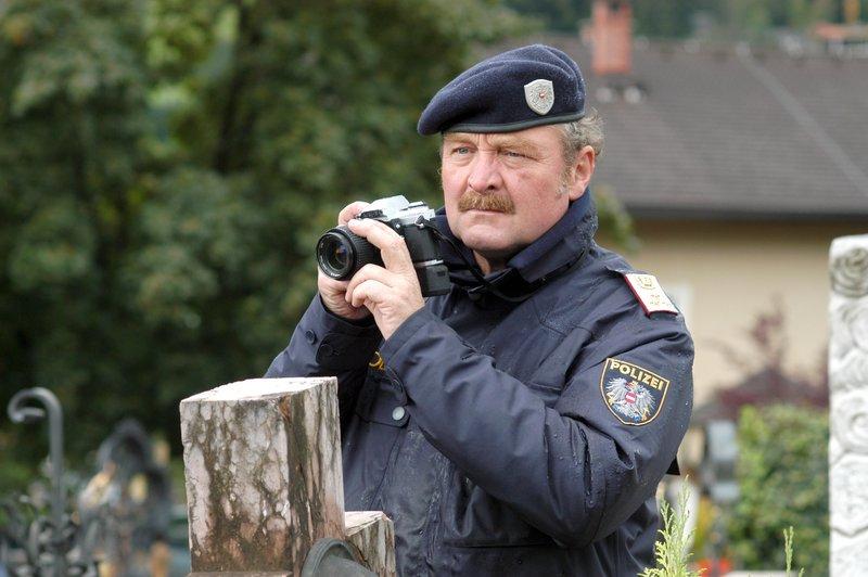 "Soko Kitzbühel ""Kahlschlag"". Im Bild: Ferry Öllinger (Kroisleitner). – Bild: ZDF"
