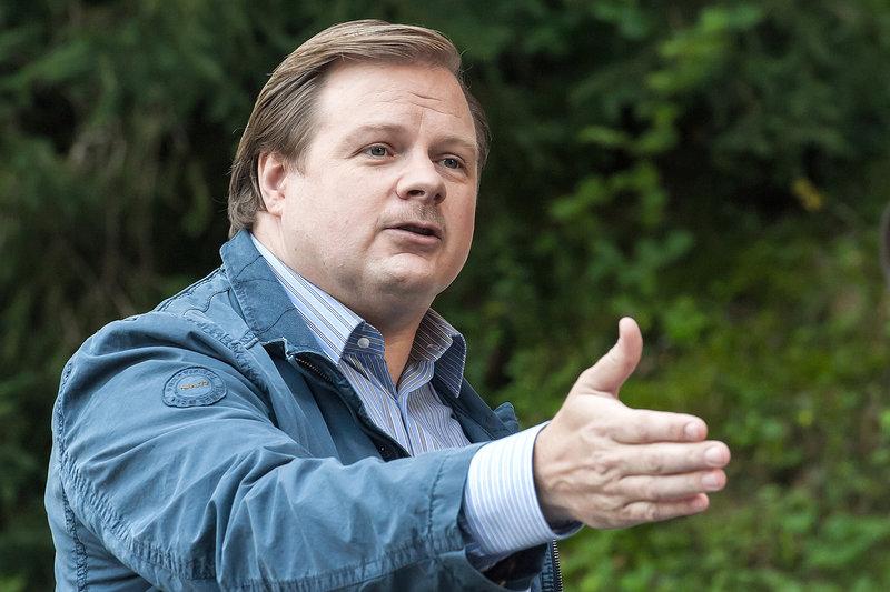 Der Catering-Unternehmer Manuel Hubmann (Michael A. Grimm) gesteht gelegentlich Prostituierte zu sich zu bestellen. – Bild: ZDF