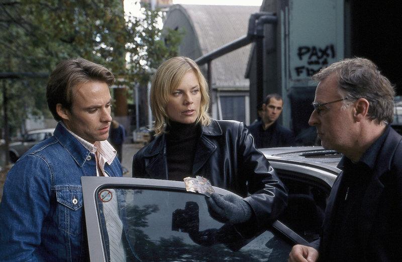 Hajo (Andreas Schmidt-Schaller, r.), Ina (Melanie Marschke, M.), Jan (Marco Girnth, l.) und Miguel (Gabriel Merz, hinten) sichern Spuren. – Bild: ZDF