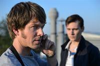 v.l.n.r.: Tom Kowalski (Steffen Schroeder), Johannes Bergmann (Rick Okon) – Bild: ZDF und Uwe Frauendorf